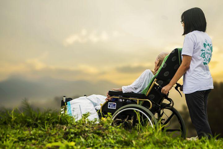 ケンタロウ驚異の回復支える妻と車イスと特別なリバビリの内容は?